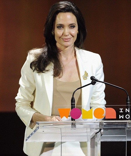 Angelina Jolie suy tư trên ghế đại biểu khi lắng nghe những vấn đề về Syria.