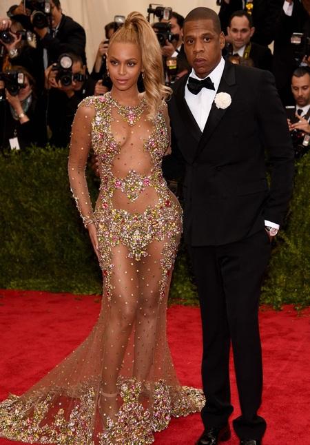 Cận cảnh chiếc váy xuyên thấu nóng bỏng của Beyoncé Knowles
