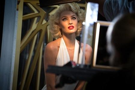 Người mẫu Nam Phi hiện là nàng thơ của nhãn hiệu Max Factor.