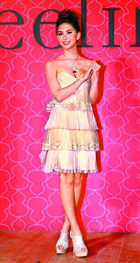 Vẻ đẹp tựa búp bê của bà xã ông hoàng nhạc Pop Châu Kiệt Luân