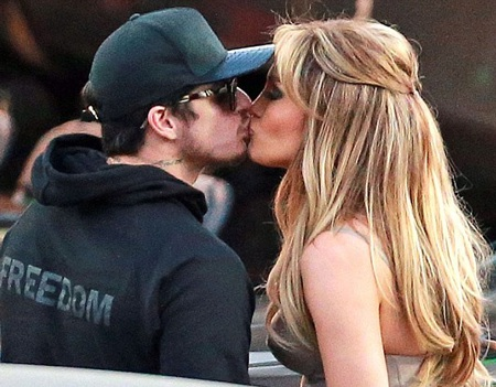 Jennifer và Casper bị bắt gặp hôn nhau vào tuần trước.