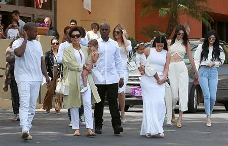 Cả gia đình Kardashian đã có buổi đoàn tụ đông đủ và hạnh phúc bên nhau trong Lễ Phục sinh.