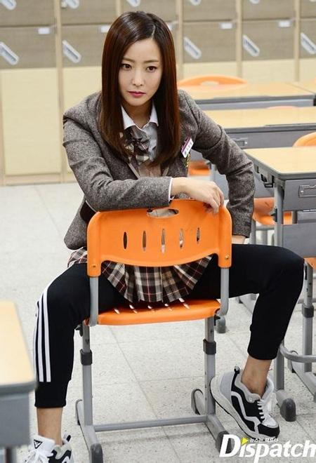 Tạo hình nữ sinh trung học của Kim Hee Sun trong bộ phim truyền hình đang gây sốt tại Hàn Quốc -