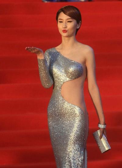Choáng với váy xuyên thấu của mỹ nhân Hoa ngữ