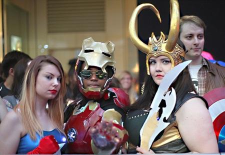 Các fan của Biệt đội siêu anh hùng tạo hình ấn tượng trong ngày ra mắt phim tại London.