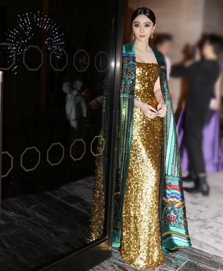 Phạm Băng Băng vẫn chuộng phong cách thời trang rườm rà và kiểu cách.
