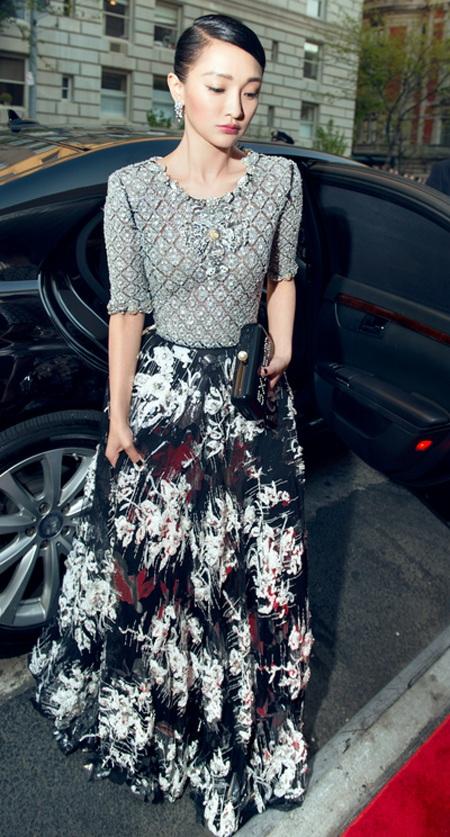 Châu Tấn mặc cũng quá giản dị với một sự kiện thời trang lớn như Met Gala.