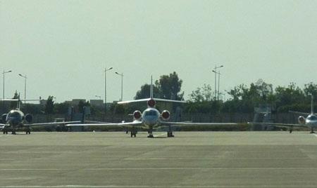 Victoria tạo dáng bên David khi cặp đôi vừa xuống khỏi chiếc phi cơ riêng ở Marocco.