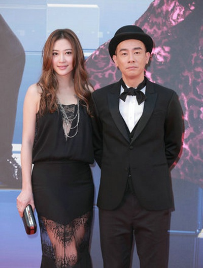 Vợ chồng nghệ sĩ Nhậm Hiền Tề cũng có mặt tại lễ trao giải điện ảnh Hồng Kông lần thứ 34.