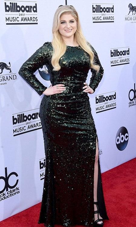 Diện váy xuyên thấu, Jennifer Lopez nổi bật tại lễ trao giải Billboard