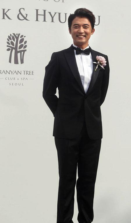 Ahn Jae Wook chia sẻ niềm vui với người hâm mộ trong ngày tổ chức đám cưới 1/6.