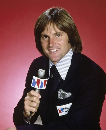 Bruce Jenner khi còn làm MC chương trình thể thao của kênh