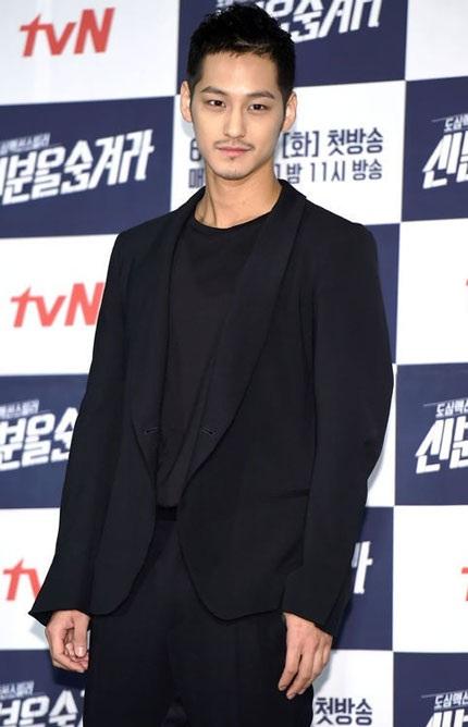 Hình ảnh mới nhất của Kim Bum tại buổi họp báo giới thiệu phim mới, ngày 3/6.