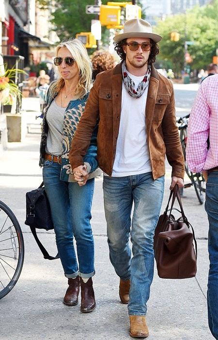 Đạo diễn 48 tuổi Samantha Taylor-Johnson đang đi nghỉ cùng ông xã 24 tuổi tại New York.