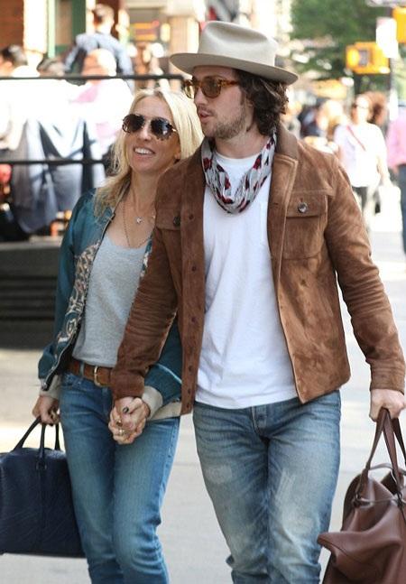 Cặp đôi chênh nhau 24 tuổi đã hò hẹn khi Samantha mới 42 tuổi còn Aaron mới 19 tuổi.