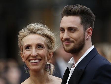 Samantha, đạo diễn của bộ phim 50 sắc thái, thường để ông xã tháp tùng trong các sự kiện.