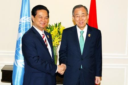 Thủ tướng Nguyễn Tấn Dũng hội kiến Tổng Thư ký Liên Hợp Quốc tại Myanmar.