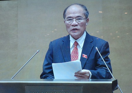 Chủ tịch Quốc hội Nguyễn Sinh Hùng phát biểu bế mạc kỳ họp thứ 8.