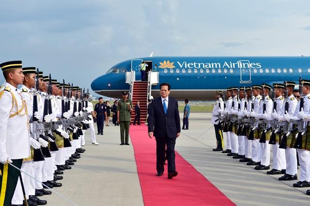 Lễ đón Thủ tướng Nguyễn Tấn Dũng tại sân bay.