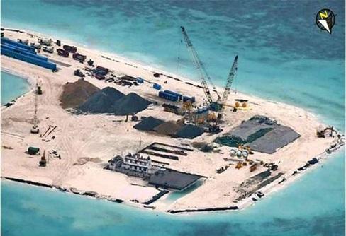 Hình ảnh chụp từ vệ tinh cho thấy một đường băng được xây dựng trên đảo Gạc Ma.