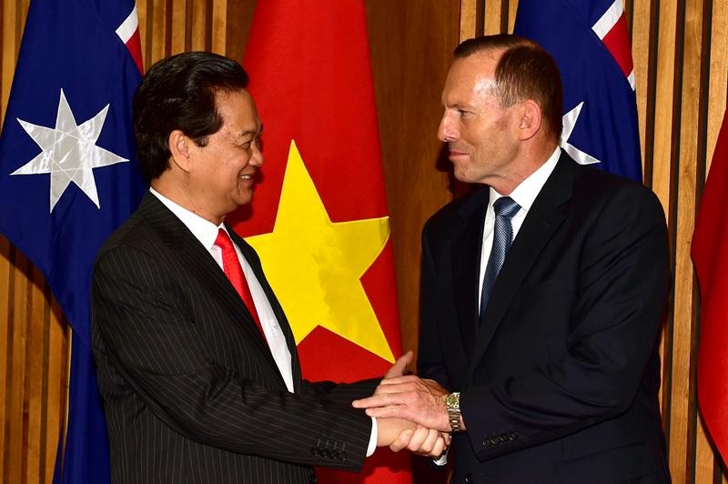 Thủ tướng Nguyễn Tấn Dũng và Thủ tướng Tony Abbott tại cuộc họp báo công bố kết quả hội đàm.