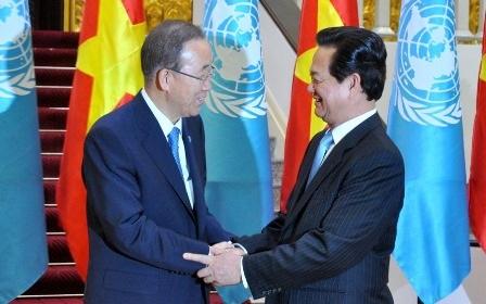 Thủ tướng Nguyễn Tấn Dũng hội kiến Tổng Thư ký Liên Hợp Quốc tại Hà Nội (ảnh: Chinhphu.vn).