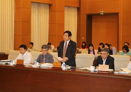 Bộ trưởng TT-TT Nguyễn Bắc Son trình dự án luật trước Ủy ban Thường vụ Quốc hội