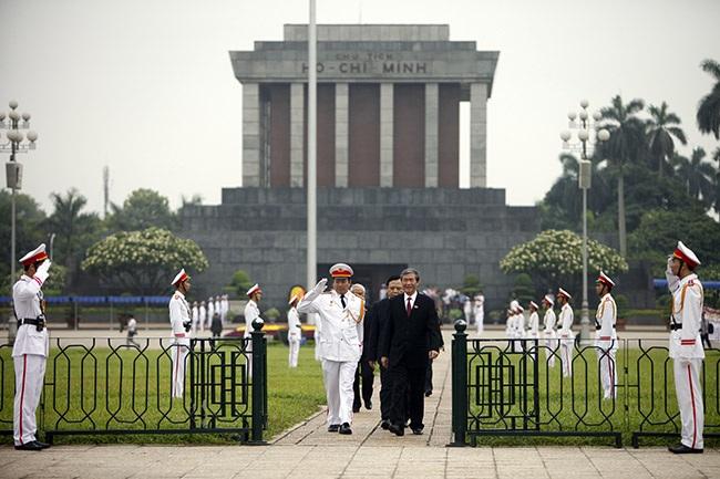 Đoạnđường từ lăng Bác trở lại Nhà Quốc hội chính là quảng trường Ba Đình lịch sử.