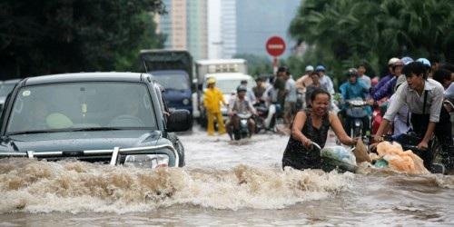 Cảnh tượng dễ gặp ở TPHCM mỗi lần mưa lớn.