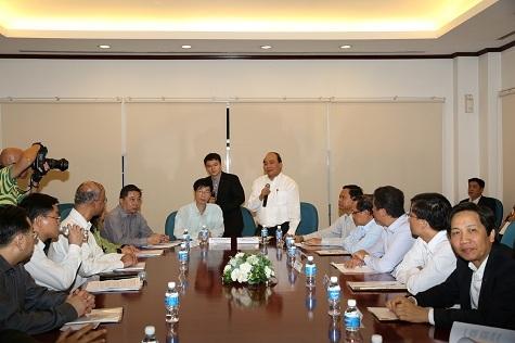 Phó Thủ tướng Nguyễn Xuân Phúc thăm mô hình Trung tâm Cộng đồng tại Singapore (ảnh: Chinhphu.vn).