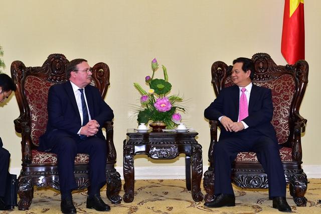 Thủ tướng trong cuộc gặp Đại sứ Hungary Csaba Ory tại trụ sở Chính phủ.