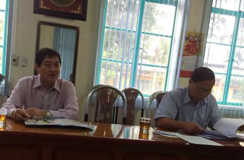 Ông Lê Văn Chính (phải) trong buổi làm việc với PV Dân trí.