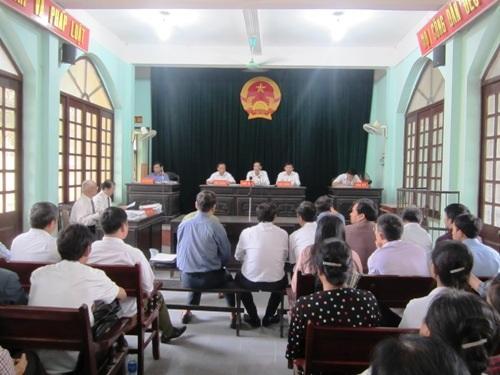 Vụ dân kiên chủ tịch huyện: bản án sơ thẩm bị kháng cáo.