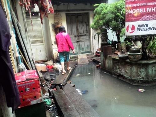 """Hà Nội: Yêu cầu xử lý tình trạng ô nhiễm tại """"xóm nước cống"""""""