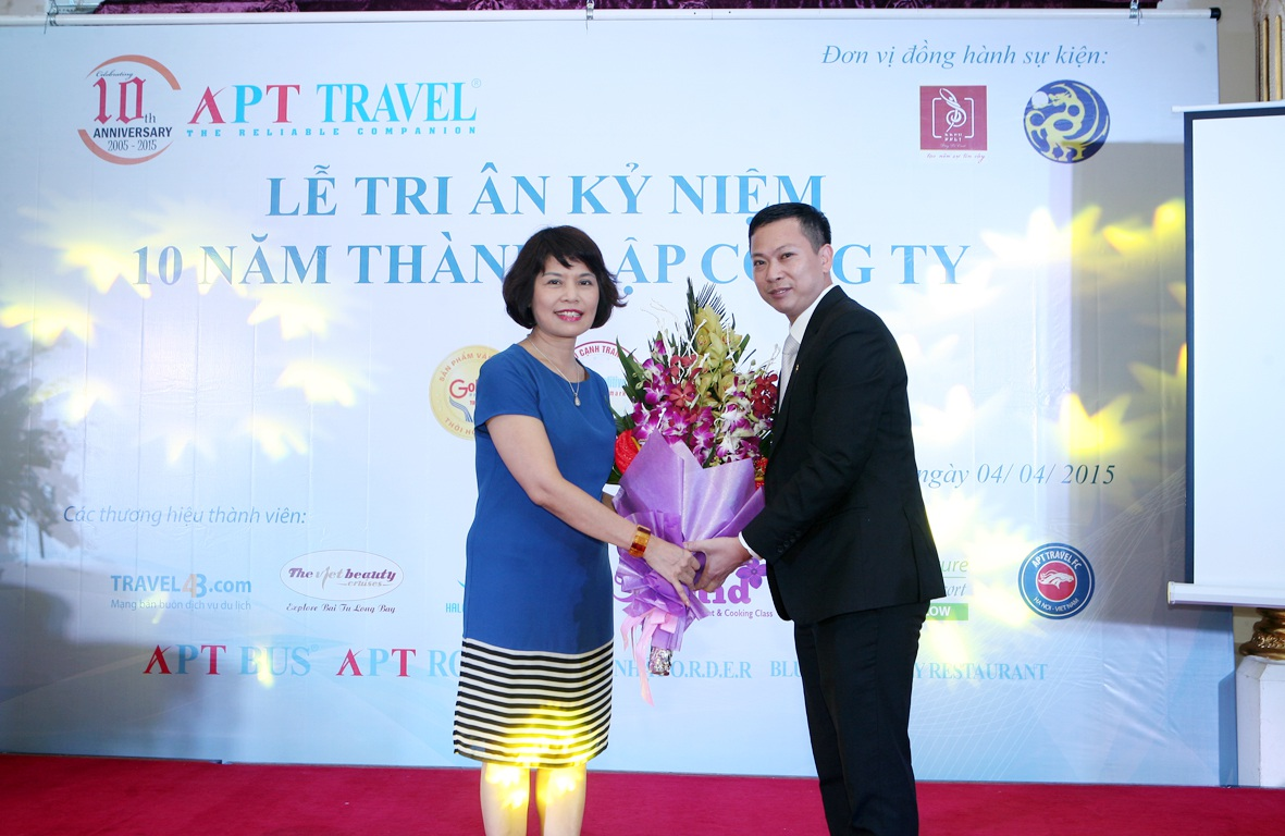 """Diễn viên Việt Anh bị """"quây"""" tại VITM Hà Nội"""