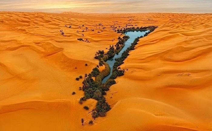 Vẻ đẹp mê hồn của những hồ nước nằm giữa sa mạc