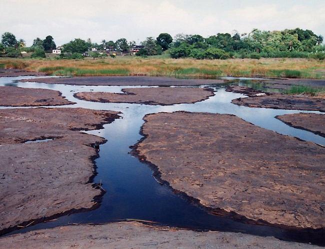 Người dân địa phương tin rằng, tắm trong hồ nước đặc biệt này có thể chữa được bách bệnh