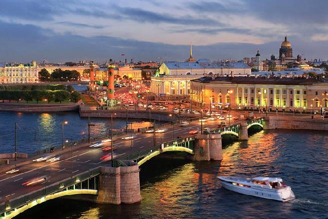 Quảng trường Đỏ - nơi thu hút đông đảo khách tham quan trên toàn thế giới của Moscow.