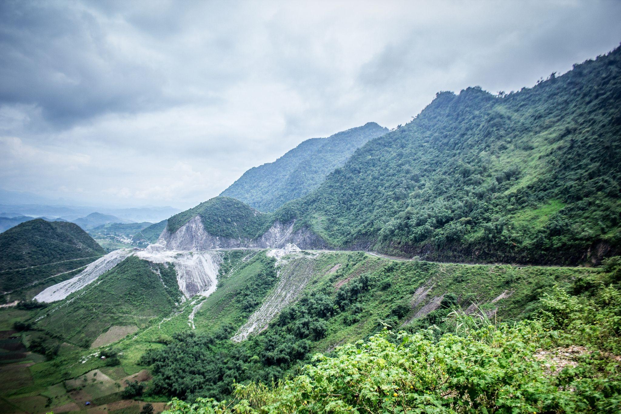 Đèo Thung Khe nay còn là nơi để các tay lái trải nghiệm cảm giác mạnh mỗi khi lên Tây Bắc.
