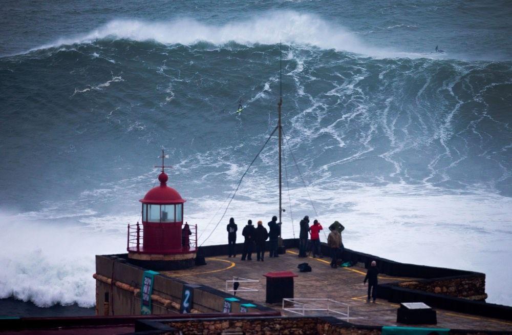 Biển dữ dội và dịu êm qua ống kính các nhiếp ảnh gia