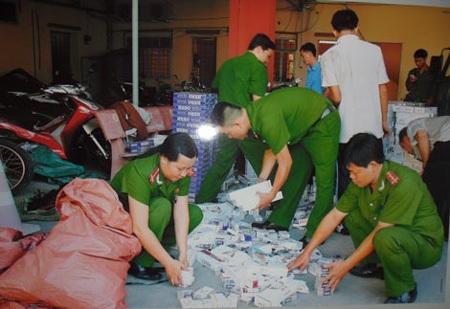 Công an Sóc Trăng bắt giữ một vụ hàng nhập lậu.