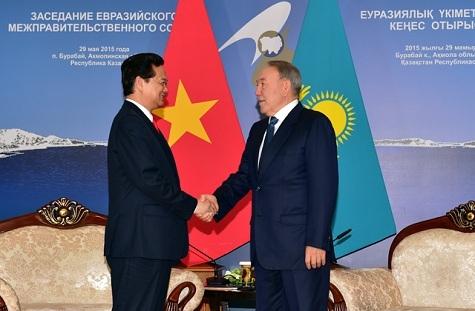 Thủ tướng Nguyễn Tấn Dũng hội kiến Tổng thống Kazakhstan