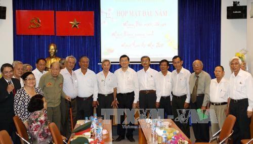 Chủ tịch nước Trương Tấn Sang với Ban liên lạc tù binh Việt Nam. Ảnh: Thanh Vũ – TTXVN