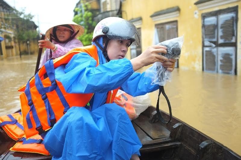Phóng viên Khánh Hồng ghi nhận tình hình lũ lụt ở Hội An