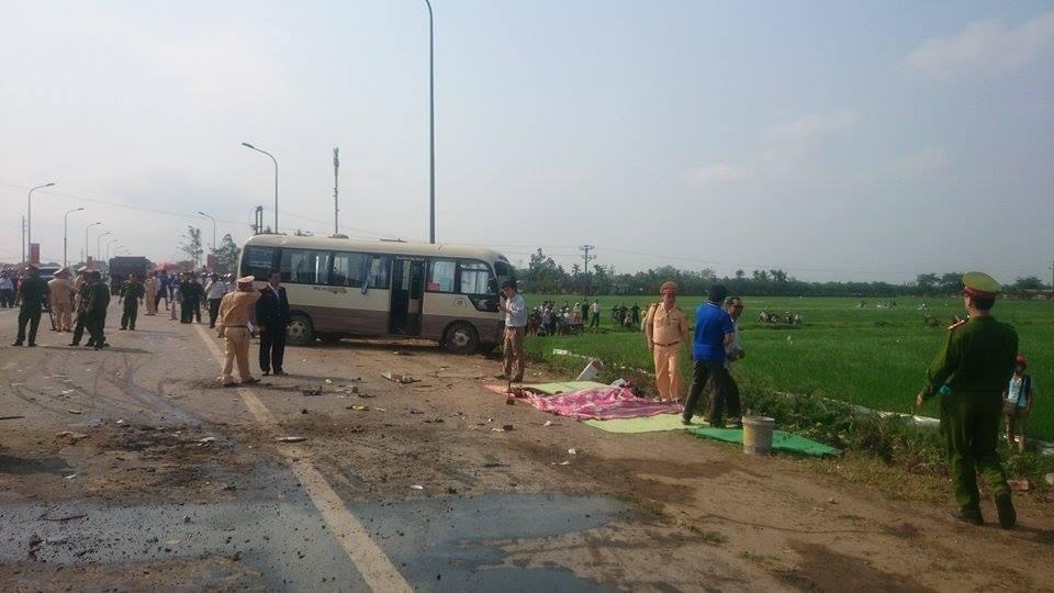 Vụ tai nạn khiến 4 người tử vong tại chỗ (Ảnh: Nguyễn Dương)