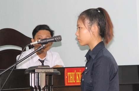 Bị cáo Hồ Thị Tuyết Nhi tại phiên tòa.