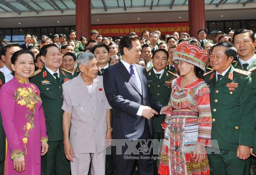 Thủ tướng Nguyễn Tấn Dũng với các đại biểu dự Đại hội. Ảnh: Trọng Đức - TTXVN/Baotintuc.vn
