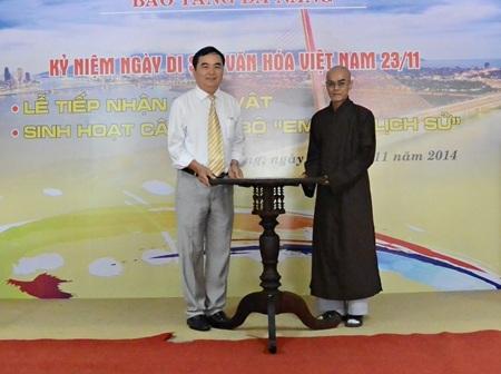 Chiếc bàn tự xoay vừa được hiến tặng đến Bảo tàng Đà Nẵng