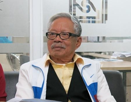 Ông Lê Phước Thiệt đến đăng ký dự thi cao học tại ĐH Duy Tân (Đà Nẵng)