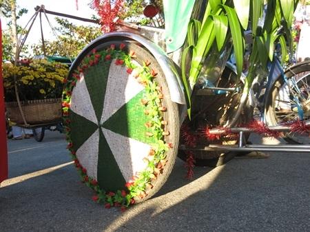 Nguyên vật liệu trang trí xích lô hoa được quy định là phải thân thiện với môi trường